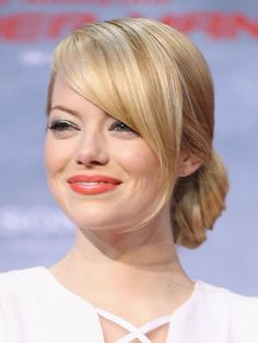Emma Stone at the Berlin premiere of The Amazing Spider-Man: beautyeditor.ca/... peach lip make up
