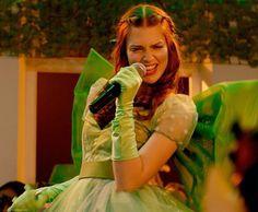 Charlotte #Smaragdgrün #EmeraldGreen #VertEmeraude