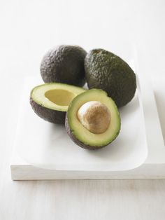 The best things to eat to lose belly fat: In addition to containing lots of heart-healthy monounsaturated fats, avocados are a terrific source of filling fiber (11 to 17 grams per avocado!), making them a great food for staving off hunger.