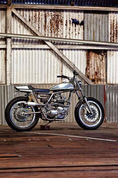 'THE BRIT' By 66 MOTORCYCLES #motorcycles #streettracker #motos | caferacerpasion.com
