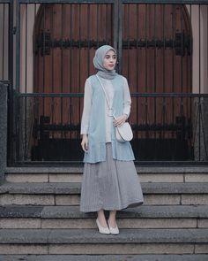 The Fashion of Hijab Modern hijab city look. Fashion clothes for modern Muslim women.The actual scarf is an es Modern Hijab Fashion, Street Hijab Fashion, Hijab Fashion Inspiration, Muslim Fashion, Fashion Outfits, Fashion Clothes, Outfit Essentials, Casual Hijab Outfit, Hijab Chic