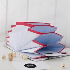 You can never get enough storage - make this easy envelope folder in minutes (in Norwegian and English)
