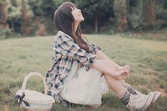 Hm, what a cute way to wear white Chucks!    ~http://www.orientalfashion