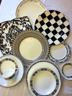previous pinner: I need some black and white plates and bowls for my breakfast table Ceramic Tableware, Ceramic Decor, Kitchenware, Black And White Dishes, Dining Ware, Dining Set, Leather Tray, Christmas Tablescapes, Plates And Bowls