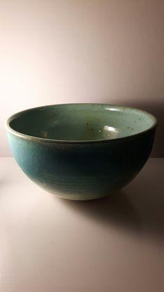 Stor stentøjsskål med grøn og turkis glasur