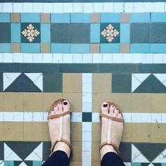 Found a surprising amount of new #artbeneathourfeet back at home... You just have to look for them!  _________________________________________________#art #arte #artproject #flooraddict #flooraddiction #floors #selfeet #feet #sandals #tiles #tileaddict #tileaddiction #ihavethisthingwithfloors #ihaveathingwithfloors #ihavethisthingwithtiles #tiletuesday #fromwhereistand #lookdown #geometric #pattern