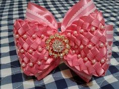 Moño para niña y bebe Bow for girl and baby Laço para menina e bebê Handmade Hair Bows, Diy Hair Bows, Diy Bow, Bow Hair Clips, Ribbon Art, Ribbon Crafts, Ribbon Bows, Bow Making Tutorials, Homemade Bows