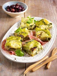 Grüne Frittata aus Zucchini, Mozzarella, Kräutern, Eiern und Milch