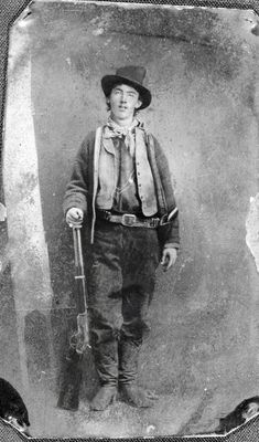 July Billy the Kid is shot to death. Sheriff Pat Garrett shoots Henry McCarty, popularly known as Billy the Kid, to death at the Maxwell Ranch in New Mexico. Western Photo, Western Art, Wild West Outlaws, Westerns, Old West Photos, Wild West Cowboys, Billy The Kids, The Lone Ranger, American Frontier