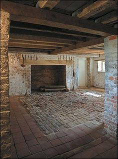 Basement kitchen fireplace at seventeenth-century Bacon's Castle in Surry County. would love a big fireplace you could also cook on with the old fashioned iron arm COOL RUSTIC BARE MINIMAL FIREPLACE Brick Hearth, Basement Kitchen, Basement Ideas, Summer Kitchen, Basic Kitchen, Colonial Williamsburg, Maine House, Historic Homes, Architecture