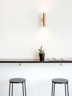 A minimal view of a counter for sipping your ristretto a l'italienne, tastefully designed and well stocked with the daily paper. Daily Papers, Geneva, Floating Shelves, Counter, Minimalism, Design, Home Decor, Cafes, Decoration Home
