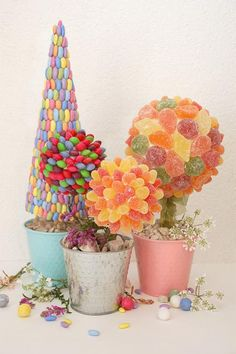 This Easter turn your favorite candies into cute topiaries. With just a few simple Styrofoam shapes and some homemade icing you can make these charming, edible centerpieces. Holiday Candy, Holiday Crafts, Holiday Fun, Holiday Ideas, Candy Crafts, Yarn Crafts, Candy Topiary, Candy Trees, Edible Centerpieces