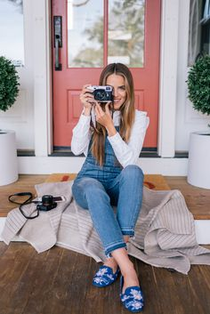 Some of the most frequently asked questions we get emailed about are around cameras. As photographers, we shoot every single day,… Summer Outfits, Casual Outfits, Fashion Outfits, Womens Fashion, Fashion Clothes, Fall Outfits, Spring Summer Fashion, Autumn Winter Fashion, Overalls Outfit