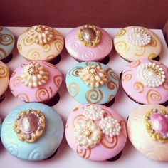 Cupcakes by Fancy Batter - beautiful!!