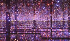 Espejos paralelos - Infinity Mirrored Room - Filled with the Brilliance of Life (Yayoi Kusama, 2011).