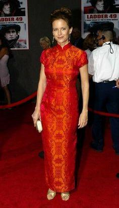 Kelly Preston in red Cheongsam dress John Travolta Kelly Preston, Dress Brokat, Summer Outfits, Girl Outfits, Cheongsam Dress, Period Costumes, Womens Fashion, Ladies Fashion, Formal Dresses