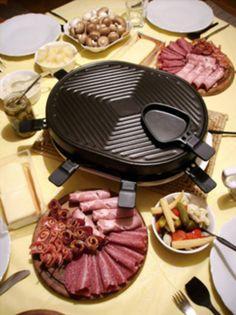 Fondue Raclette, Raclette Recipes, Raclette Cheese, Raclette Party, Fondue Party, Cooking Recipes, Raclette Ideas Dinner Parties, Raclette Machine, Gourmet