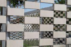 FLEXBRICK. Tejido cerámico Ceramic textiles Tissu céramique Teixit ceràmic.Tamiz lumínico; Filtro solar/Sunscreen/Filtre solaire; Protección solar/Sun shading/Brise soleil