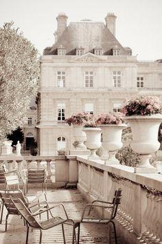 Beautiful terrace in Paris ~ www.thefrenchbeautyacademy.edu.au
