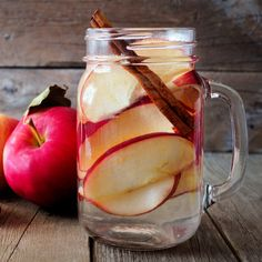 The 23 Best Flavored Water Recipes of All Time – Food: Veggie tables Strawberry Infused Water, Cucumber Infused Water, Citrus Water, Mint Water, Fruit Water, Best Flavored Water, Flavored Water Recipes, Drink Recipes, Detox Recipes