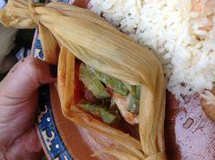 Tamal de pescado! Al vapor, con pico de gallo y nopalitos , rajas de Chile al gusto.dietetico y delicioso! Mmmmm.