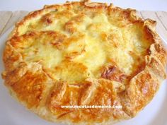 Pastel campesino con patatas y queso Cheese Pies, Ham And Cheese, Tapas, My Favorite Food, Favorite Recipes, Quiches, Omelettes, Puff Pastry Recipes, Empanadas