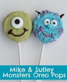 Mike & Sulley Monsters Oreo Pops -- great for a Monsters Inc or Monsters University movie night! Monster Party, Monster Birthday Parties, Monsters Inc, Monster University Party, Mike And Sully, Cookie Pops, Oreo Pops, Marshmallow Pops, Baby Shower