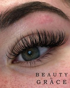 Fullset of wispy hybrids If you would like to make a booking please click the li… - Christmas-Desserts Wispy Eyelashes, Curl Lashes, Volume Lashes, Eyebrow Shaper, Eyebrow Brush, Eyebrow Pencil, Eye Makeup, Hair Makeup, Prom Makeup