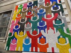 Arte con tapones de plástico: http://javies.com/2015/06/11/reciclar-tapones-de-plastico/  #recycle #recycling #crafts #manualidades #reciclar #reciclaje #artesania #art #arte #diy