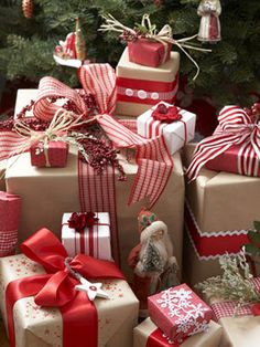 Christmas Gift Wrapping Ideas: Here Kraft paper is embellished with ribbon, raffia and rickrack in red and white. Mix it up by using stripes, checks and solid colored ribbons. Attached dried flowers or berries to add a little something extra.