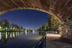 Una tappa d'obbligo per i turisti che amano la notte è senz'altro la zona che si estende lungo il Po che parte dal Ponte Vittorio Emanuele I per arrivareincorso San Maurizio.    Lungo Po Torino , foto