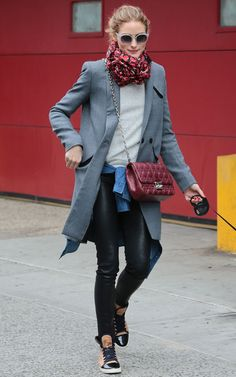 Top casual leather skinnies and a heather-gray sweatshirt with a sophistica Estilo Olivia Palermo, Olivia Palermo Outfit, Olivia Palermo Lookbook, Olivia Palermo Style, Paris Fashion Week 2015, Sport Fashion, Fashion Outfits, Head Scarf Styles, Layered Fashion