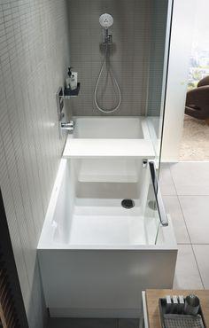 Wannen mit Einstieg sind eine perfekt Lösung, wenn man fürs Bad nur wenige Quadratmeter zur Verfügung hat. Weitere Anregungen fürs kleine Bad bietet täglich www.wohn-dir-was.de  Bildmaterial (c) DURAVIT