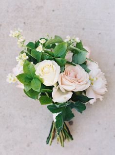 a simple rose bouquet Photography: Jen Huang Photography - jenhuangphotography.com Read More: http://www.stylemepretty.com/2014/09/08/modern-tuscan-inspired-wedding-with-pops-of-color/