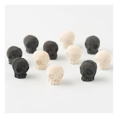 Skeleton Sanbon sum Nouvel (don't know what these are, exactly...but wouldn't they make cute party food/favors?)