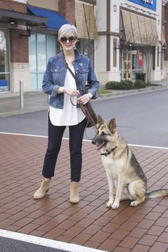 Stylished casual outfit for 50 year old woman with ankle boots Fashion Over Fifty, 60 Fashion, Over 50 Womens Fashion, Denim Fashion, Fashion Outfits, Jackets Fashion, Woman Fashion, Woman Outfits, Fashion Stores