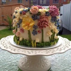 This has got to be one of the most beautiful cakes I have ever seen.  Company is called Arty Cakes and they are out of the UK.  Unfortunately they do not ship to the US.