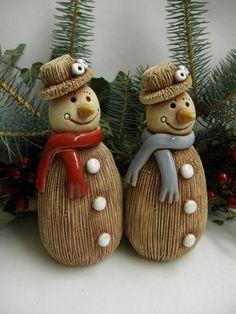 Sněhulák - klobouk / Zboží prodejce Líísteček | Fler.cz Clay Projects, Clay Crafts, Diy And Crafts, Christmas Art, Christmas Decorations, Christmas Ornaments, Xmas, Pottery Handbuilding, Pottery Courses