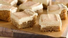 Snickerdoodle Bars These snickerdoodle bars made with sugar cookie dough will become a favorite for any time of the year.These snickerdoodle bars made with sugar cookie dough will become a favorite for any time of the year. Fun Desserts, Dessert Recipes, Bar Recipes, Dessert Ideas, Recipies, Indian Desserts, Kraft Recipes, Fudge Recipes, Pillsbury Cookie Dough