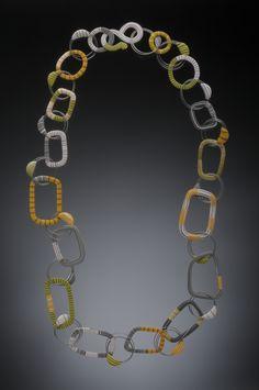 Graphic Chain Wire Loop NECK.jpg