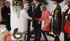 Queen terug naar Londen voor premierwissel - Beau Monde