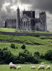 Bucket List: Visit castle in Ireland; The Rock of Cashel, Ireland- BREATHTAKING. Where St.Pat converted the people of Ireland to Catholicism Beautiful Castles, Beautiful Places, Beautiful Scenery, Wonderful Places, Simply Beautiful, Amazing Places To Visit, Amazing Things, Absolutely Stunning, Beautiful Landscapes
