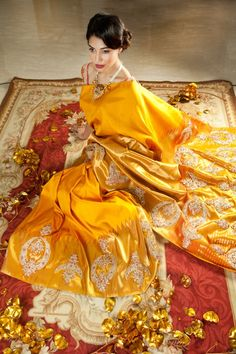 An oh-so-gorgeous mustard silk saree. We're at a loss for words!
