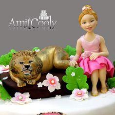 תקריב על הילדה והאריה