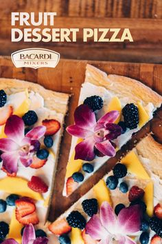 Everyone's favorite meal, now in dessert form! Delight your guests with this fresh, fruity summer take on the Italian classic. Fruit Recipes, Desert Recipes, Cooking Recipes, Refreshing Desserts, Dessert Pizza, Tasty, Yummy Food, Just Desserts, Pizza