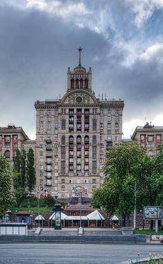 Building on Khreschatik, Kiev by Matt. Create. (formerly Roads Less Traveled) on Flickr (cc)