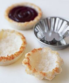 Macaroon Crusts | Real Simple Recipes Would love to sub sweetened coconut with a little honey and unsweetened coconut. This would be delicious with sliced strawberries, drizzled with dark chocolate.