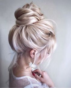 📌🔍Click to see 47 Unforgettable Wedding Hairstyles for Long Hair  2019---how elegant and comfy high bun updo for country days, you must have this  chic bridal look. #weddinghairstylesforlonghair #updoweddinghairstyles #bridalhairdos