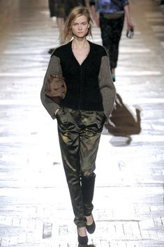 Dries Van Noten at Paris Fashion Week Fall 2010 - Runway Photos