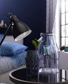 Die schöne Vase aus Porzellan-Steingut von Bloomingville ermöglicht die Raumgestaltung mit Fingerspitzengefühl. Sie unterstreicht das Ambiente mit stilvoller Eleganz. Durch die reliefartige Oberflächenstruktur ist die Blumenvase der dänischen Trendmarke ein edler Blickfang. Die charmante Farbe macht den wertigen Eindruck komplett.